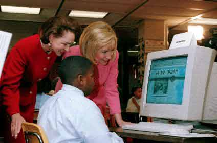 First Ladies Aline Chrétien and Hillary Clinton View Leo Ussak School Website.