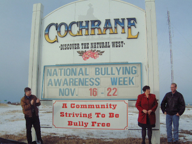 cochrane_sign_unveiling_nov_18_2003